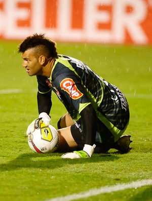 Weverton, Corinthians x Portuguesa (Foto: Marcos Ribolli/Globoesporte.com)