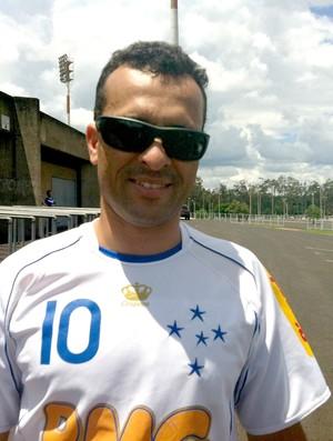 Márcio José da Silva, torcedor do Cruzeiro em amistoso com o América-MG (Foto: Andréia Cândido/GLOBOESPORTE.COM)