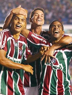 Dodô, Thiago Neves e Junior Cesar comemoram gol do Fluminense contra o Arsenal-Arg em 2008 (Foto: Agência Photocâmera)