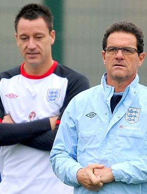 Fabio Capello e Terry no treino da Inglaterra (Foto: Getty Images)