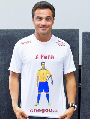 Falcão veste camisa comemorativa em sua apresentação em Orlândia (Foto: Divulgação / Site oficial Orlândia)