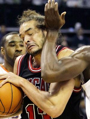 Joakim Noah Chicago Bulls Charlotte Bobcats NBA (Foto: AP)