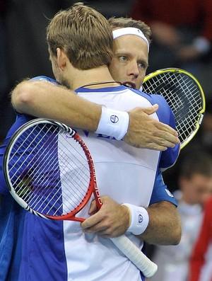 Robert Lindstedt e Johan Brunstrom comemoram vitória da Suécia nas duplas Copa Davis (Foto: AFP)