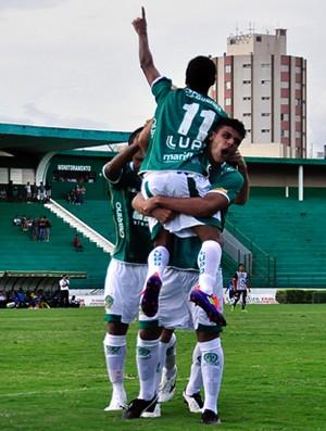 Fabinho festeja primeiro gol do Guarani contra o Paulista (Foto: Rodrigo Villalba / MemoryPress)