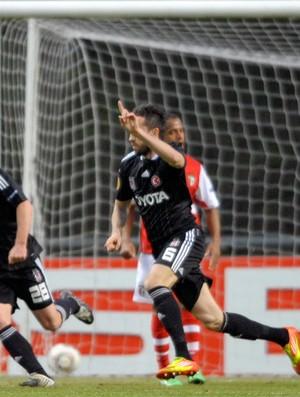 Gol de Tomas Sivok do Besiktas sobre o Braga (Foto: MIGUEL RIOPA / AFP)