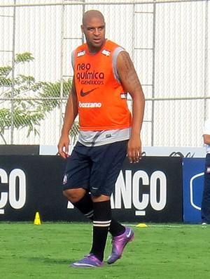 Adriano no treino do Corinthians (Foto: Carlos Augusto Ferrari / GLOBOESPORTE.COM)