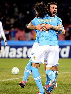 Lavezzi e Cavani comemoram gol do Napoli contra o Chelsea (Foto: Getty Images)