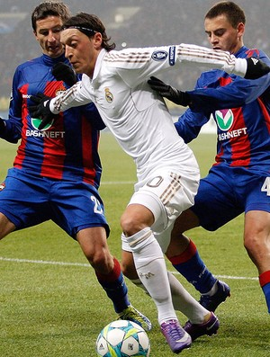 Ozil no jogo do Real Madrid contra o CSKA (Foto: Getty Images)