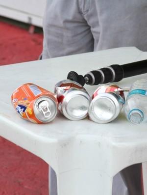 Objetos arremssados pela torcida Nacional foram relacionados na súmula (Foto: Frank Cunha)