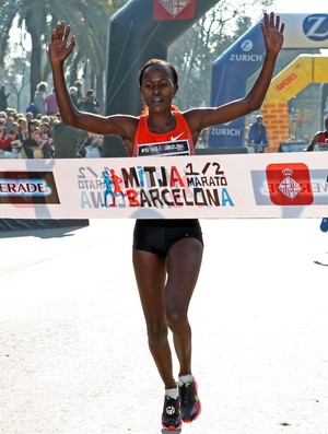 Meia Maratona Barcelona Lyneth Chepkirui vence (Foto: EFE)
