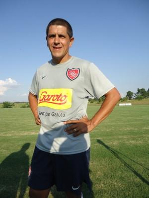 Adhemar treina no Desportivo Brasil (Foto: Geraldo Oliveira / TV Tem)