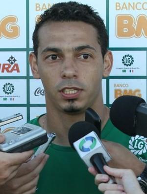 Roberto é apresentado no Coritiba (Foto: Raphael Brauhardt / Divulgação Coritiba)
