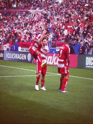 Ricardo Villa comemora gol no FC Dallas (Foto: Reprodução / Site  Oficial MLS Soccer)