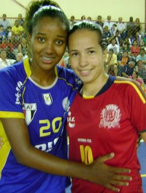 Juliana, do Botucatu, e Laisy do São Manuel - Copa TV TEM de futsal (Foto: Alan Schneider/ GLOBOESPORTE.COM)