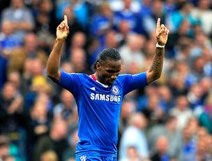 Drogba comemora gol do Chelsea (Foto: Reuters)
