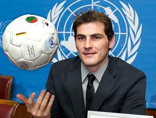 Casillas como embaixador da ONU (Foto: AP)