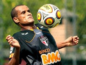 Rivaldo no treino do São Paulo (Foto: Rodrigo Coca / Ag. Estado)