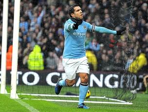 Tevez marca para o Manchester CIty contra o West Bromwich (Foto: AFP)