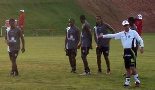 Nikão, Antonio Lopes e outros no treino do vitória na toca do leão (Foto: Eric Luis Carvalho)