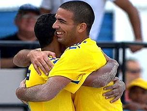 FRAME Brasil comemora vitória no futebol de areia (Foto: Reprodução)