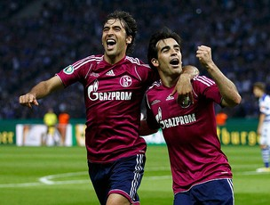 raul jurado schalke 04 gol duisburg (Foto: agência Reuters)
