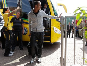 Lucas brasil desembarque (Foto: Mowa Press)