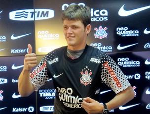Renan apresentado no Corinthians (Foto: Carlos Augusto Ferrari / GLOBOESPORTE.COM)
