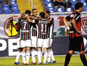 jogadores do Fluminense comemoram gol do Mariano (Foto: Photocâmera )