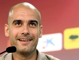 Pep Guardiola na coletiva do Barcelona (Foto: EFE)