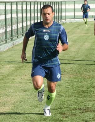 Iarley treinou nesta quarta, mas continua sentindo dores (Foto: Rosiron Rodrigues/Goiás E.C.)