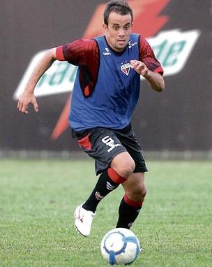 Rafael Cruz pode voltar ao time contra o América-MG (Foto: Renato Conde/O Popular)