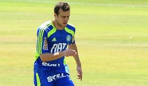 O volante Chico, em treino do Palmeiras (Foto: Marcos Ribolli / globoesporte.com)