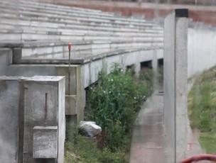 Matagal cresce em obras no Beira- Rio (Foto: Futura Press)