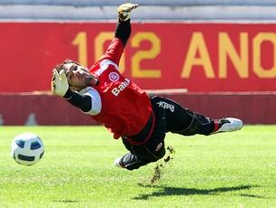 Muriel no treino do Internacional (Foto: Marcos Nagelstein / Vipcomm)