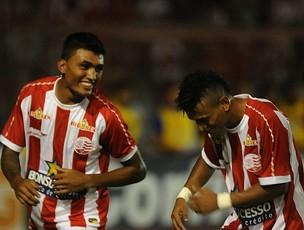 Kieza e Rogério, atacantes do Náutico (Foto: Antônio Carneiro)