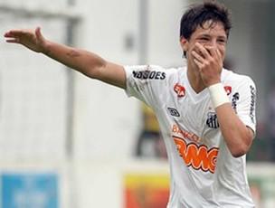 Crispim comemora gol do Santos  (Foto: Pedro Ernesto Guerra / Santos FC)