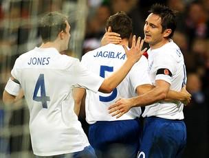 Lampard comemora gol da Inglaterra contra a Espanha (Foto: Getty Images)