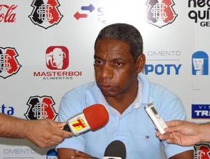 Athayde Macedo, gerente de futebol do Santa Cruz (Foto: Elton de Castro / GloboEsporte.com)