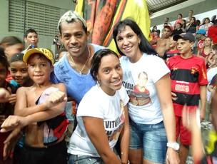 Marcelinho Paraíba foi com a família torcer pelo filho Marcelo (Foto: Elton de Castro/Globoesporte.com)