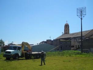 Prefeitura de Sorocaba derruba torre de energia do Estádio Humberto Reale, do São Bento (Foto: Divulgação)