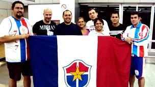 Técnico Paulo Morgado é recepcionado por torcedores no Aeroporto de Manaus (Foto: Divulgação/Fast)