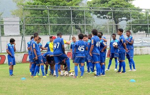 time de juniores do Flamengo no treino (Foto: Janir Junior / GLOBOESPORTE.COM)