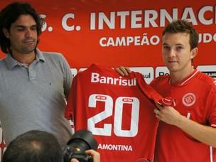 Dagoberto é apresentado no Inter (Foto: Diego Guichard/Globoesporte.com)