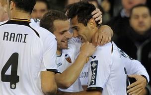 jonas valencia x Sevilla  (Foto: AFP)