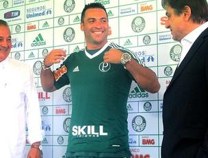 Daniel Carvalho apresentado no Palmeiras (Foto: Diego Ribeiro / GLOBOESPORTE.COM)