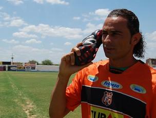 Jessuí é a esperança de gols do Serra Talhada (Foto: Tiago Medeiros, GLOBOESPORTE.COM)