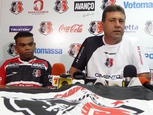 Carlinhos Bala, atacante do Santa Cruz (Foto: Terni Castro / GloboEsporte.com)