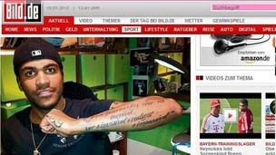 Breno faz tatuagem após faltar a treino do Bayern (Foto: Reprodução Bild)