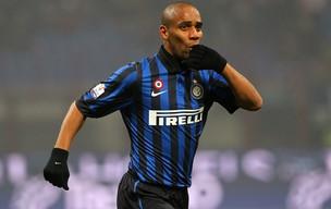 Maicon comemora gol do Inter de Milão sobre o Genoa (Foto: Getty Images)