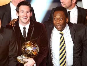 Messi e Pelé no prêmio Bola de Ouro da FIFA (Foto: AP)